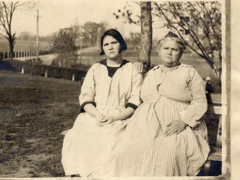 Кэрри и Эмма Бак в 1924 году