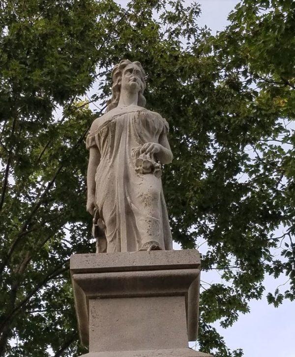 В настоящее время статуя Ханны Дастон не единожды подвергалась вандализму.