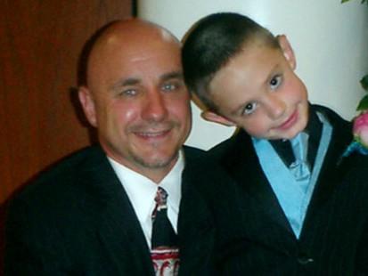 Связь между ребёнком и его отцом была уникальной и очень особенной. Рики всегда с нетерпением ждал встречи с ним.
